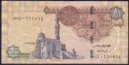 EGYPT / ONE POUND / DATE : 14-6-2016 / P- 70 / PREFIX : L571 / SULTAN QUAYET BEY MOSQUE / ABU SIMBEL TEMPLE / USED - Egypte