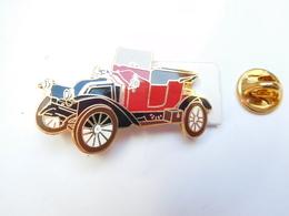 Superbe Pin's En EGF , Auto Renault 18 CV , Type EK 1913 , Signé Segalen Collection - Renault