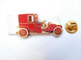 Superbe Pin's En EGF , Auto Renault 11 CV , Type CQ 1912 , Signé Segalen Collection - Renault