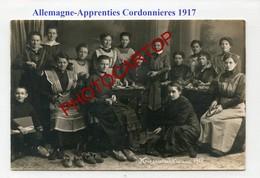 Fabrication De CHAUSSURES En Allemagne-Travail Des Femmes-Cordonnieres-CARTE PHOTO Allemande-Guerre 14-18-1WK-Militaria- - Guerre 1914-18