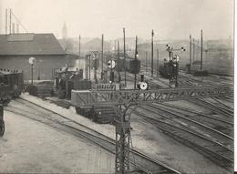 Photo - Thème  Transport - Chemin De Fer - Gare à Localiser - Locomotive - Train - Trains