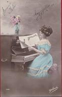 Fantaisie Carte Fantasie Music Lady Girl  Playing Piano Dame Femme Fille 1914 - Musik Und Musikanten