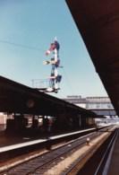 AL52 Railway Photograph - Unidentified Railway Station With Signal - Trains