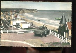 14 - Arromanches : Vue D'ensemble Et Le Musée  Commémoratif Du Débarquement Du 6 Juin 1944 (char) - Arromanches