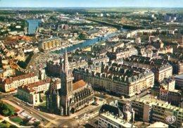 14 - Caen : L'Eglise Saint Pierre - Au Second Plan Le Port - Caen