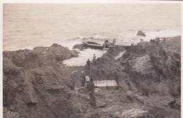 Cliché D'un Avion De Chasse Pendant La 2e Guerre Mondiale Sur Les Rochers De La Côte - Batz-sur-Mer?, Le Pouliguen ? - France