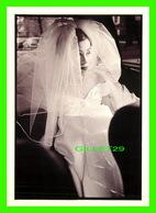 LA MODE - BLACK & WHITE WEDDINGS BY STEVEN E. GROSS - STÉPHANIE 1997 - - Mode