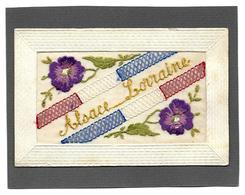 CARTE BRODEE Soie PATRIOTIQUE - ALSACE LORRAINE - Violettes, Ruban Tricolorre - 1915 - Ricamate