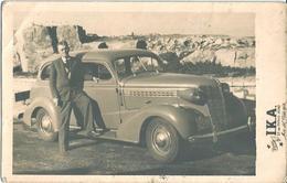 AUTO AUTOMOBILE VOITURE CAR - Man Homme & PONTIAC 1938 ?? In Mar Del Plata Beach - Photo Postal PC 1947 - Cars