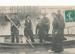 AM 889  / C P A  - POSES      (27) INONDATION FEVRIER 1910  ARRIVEE DU COURRIER - Autres Communes
