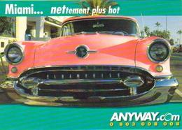 """Carte Postale  """"Cart'Com"""" (2000) - Anyway.com - Miami... Nettement Plus Hot (voiture Oldsmobile Rose) - Voitures De Tourisme"""
