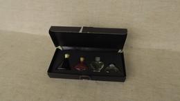 Coffret Miniatures Les Parfums Des Créateurs  Le Rouge N'est Qu'à 3 Quart Plein Le Coffret Est Abîmé - Vintage Miniatures (until 1960)
