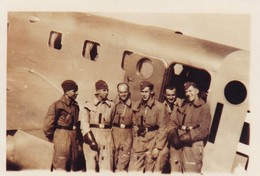 Foto Deutsche Soldaten Vor Junkers Transportflugzeug - 2. WK - 12*8cm  (40529) - Krieg, Militär