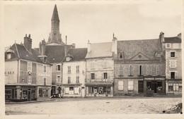 36 - La Chatre - Beau Plan De La Place Du Marché - ( Pharmacie Centrale - Horlogerie M.Foucher - Patisserie ) - La Chatre