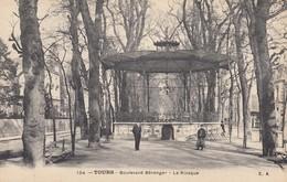 37 - Tours - Boulevard Béranger - Une Belle Pose Devant Le Kiosque - Tours