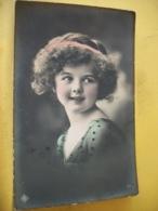 B20 617 - CPA D'ART 1912 - FILLETTE A LA ROBE PERLEE AVEC TURBAN DANS CHEVEUX - Portraits
