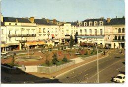 49300 CHOLET - La Place Travot - Prisunic Et Autres Commerces - Cholet