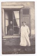 94 Carte Photo G. Blanc Saint St Maur Sur Seine Couple Femme à Sa Fenêtre VOIR ZOOM Homme En Sabots - Fotografia