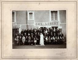 Gd Tirage Photo Albuminé Cartonné Mariés & Invités Café Lebert à Coudrecieux (72440) Pub Le Petit Journal & Tabac N° 411 - Lieux