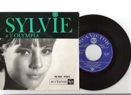 45T EP Original Sylvie VARTAN En écoutant La Pluie RCA 86.007 Live Olympia 1ère Pochette 4-63 - Rock