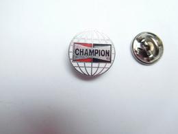 Beau Pin's , Auto Piéces Accessoires , Bougies Champion - Pin's