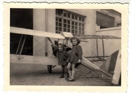 BAMBINE CON AEREO GIOCATTOLO TOY PLANE - FOTO ORIGINALE - Aviation