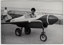 BAMBINA SU AEREO GIOCATTOLO TOY PLANE - FOTO ORIGINALE ANNI '60 - Aviation