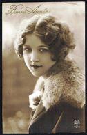 FEMME -  CP - Jeune Femme Avec Col En Fourrure - Circulé  - Circulated  - Gelaufen - 1928. - Femmes