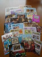 MONDE: LOT DE 50 BLOCS FEUILLETS DIFFERENTS OBLITERES - Stamps