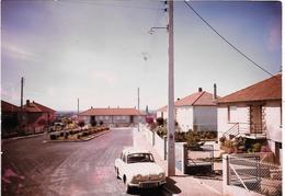 VARENNES S/ALLIER - PLACE DU 8 MAI -DAUPHINE RENAULT  - Photo Originale 1967- Photo DE JONGHE - COMBIER CIM Imp à Macon - Places