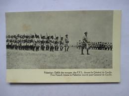 PALESTINE  - DEFILE DES TROUPES  DES F.F.L.  DEVANT  LE GENERAL DE GAULLE       1 TROU DE VER - Weltkrieg 1939-45