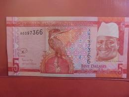 GAMBIE 5 DALASIS PEU CIRCULER/NEUF - Gambia