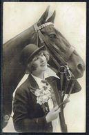 FEMME -  CP - Jeune Femme Avec Cheval - Circulé  - Circulated  - Gelaufen - 1925. - Femmes