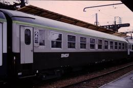Photo Diapo Diapositive Slide Train Wagon Voiture Voyageurs SNCF De 2ème Classe Le 09/01/1993 VOIR ZOOM - Dias