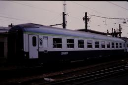 Photo Diapo Diapositive Slide Train Wagon Voiture Couchettes Voyageurs SNCF De 2ème Classe Le 09/01/1993 VOIR ZOOM - Dias