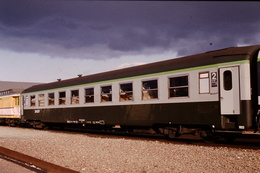 Photo Diapo Diapositive Slide Train Wagon Voiture Voyageurs SNCF De 2ème Classe Et Postal Le 25/01/1993 VOIR ZOOM - Dias