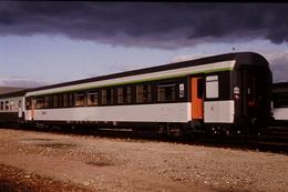 Photo Diapo Diapositive Slide Train Wagon Voiture Voyageurs SNCF à Sièges Inclinables Le 25/01/1993 VOIR ZOOM - Dias