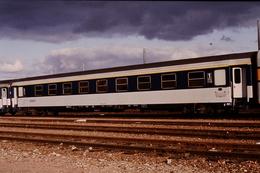 Photo Diapo Diapositive Slide Train Wagon Voiture Voyageurs SNCF De 1ère Classe Le 25/01/1993 VOIR ZOOM - Dias
