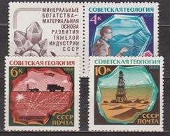 Géologie - URSS - RUSSIE - Géologue, Prospective Sismique,Tour De Détection Et Hélicoptères - N° 3422 à 3424 ** - 1968 - Unused Stamps