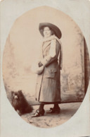 R152847 Old Postcard. Woman In Hat With Dog - Cartes Postales