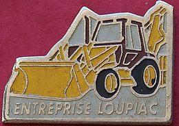 JJ...394..ENGINS DE CHANTIER/TRAVAUX PUBLIC/ELEVATEURS/TRACTEURS.........LOUPIAC - Pin's