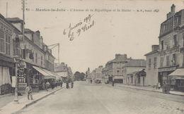 Mantes-la-Jolie : L'Avenue De La République Et La Statue - Mantes La Jolie