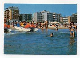 Rivazzurra Di Rimini - Spiaggia E Alberghi - Animata - Viaggiata Nel 1984 - (FDC15041) - Rimini