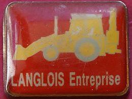 JJ...403..ENGINS DE CHANTIER/TRAVAUX PUBLIC/ELEVATEURS/TRACTEURS........LANGLOIS - Pin's
