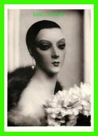 PHOTOGRAPHE - PAUL OUTERBRIDGE, Jr - MANNEQUIN PORTRAIT WITH FLOWERS IN 1929 -  FOTOFOLIO 1980 - - Illustrateurs & Photographes