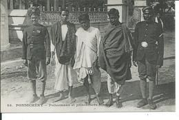 Pondichéry-Policemans Et Prisonniers Hindous - Inde