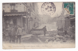 75 Paris Inondations De Janvier 1910 N°103 Rue Gros Mur En Construction Pour Arrêter Les Eaux Sacs De Sable - Inondations De 1910