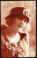 FEMME -  CP - Jeune Femme Avec Chapeau Et Fleurs - Circulé  - Circulated  - Gelaufen - 1925. - Femmes