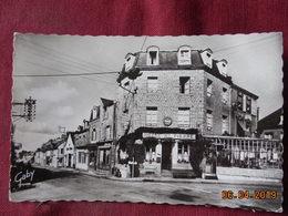 CPSM - Couterne - Hôtel Saint-Pierre Et Rue De Domfront - France
