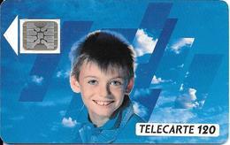 CARTE°-PUBLIC-F102A-120U-SC5 An-1989-VISAGE D ENFANT-V° 6 Pe 108677-1/2-Hors Cadre Haut Complet UTILISE-TBE- - France